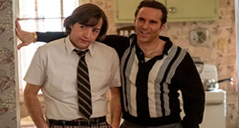 O adolescente Tony Soprano (Michael Gandolfini, à esquerda) e seu mentor Dickie Moltisanti (Alessandro Nivola) em 'The many saints of Newark' (Divulgação/Warner Bros.)