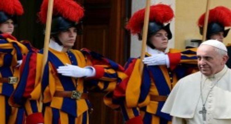 A onda de negacionismo não poupa nem o Vaticano de Francisco (AFP)