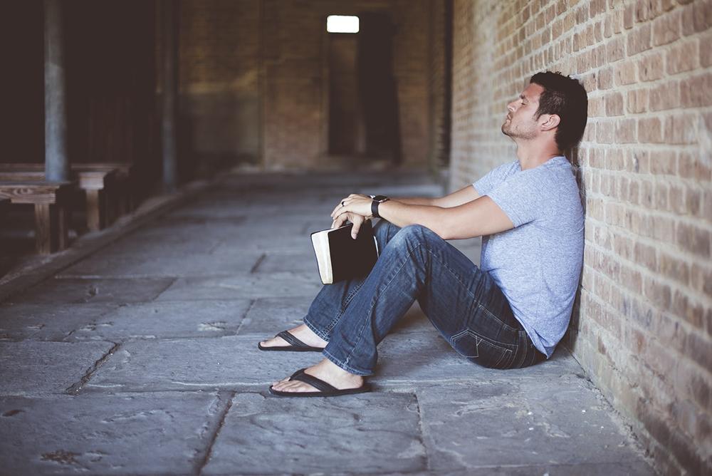 Para iniciar uma conversa com o Senhor, é preciso inicialmente tomar consciência da sua Presença, da sua Pessoa.