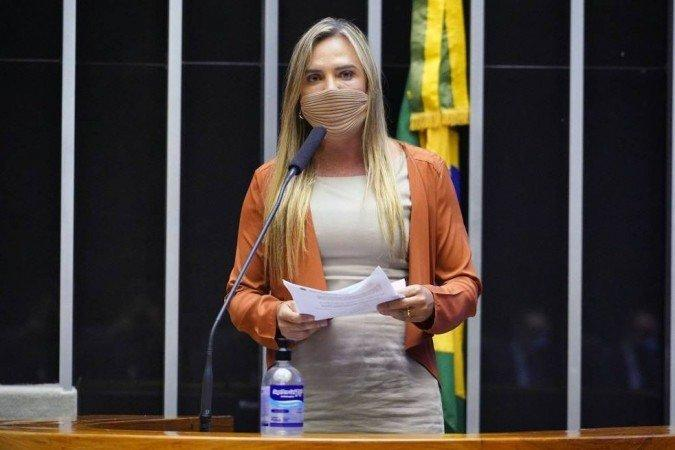 'Se R$ 84 milhões for muito dinheiro para o governo dar condições a meninas e a mulheres, eu acho que o governo tem de rever seus princípios', disse Celina Leão