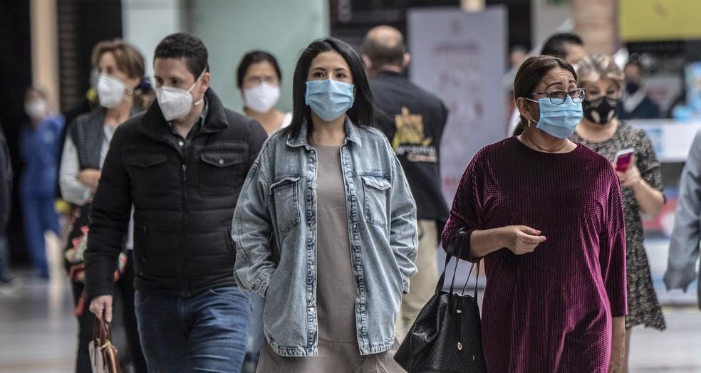 Vacinação e uso constante de máscara contribuem para queda na transmissão