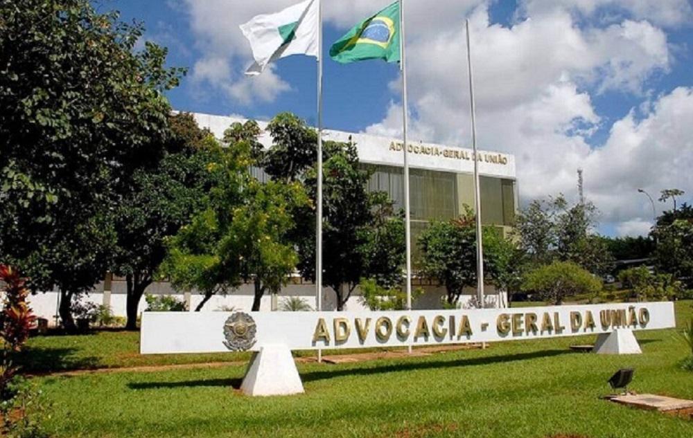 Ação obriga Lira a desengavetar os pedidos de impeachment contra Bolsonaro