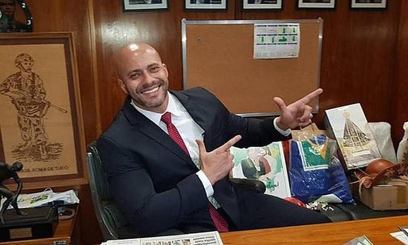 Deputado federal pelo PSL do Rio de Janeiro, Silveira foi preso em fevereiro