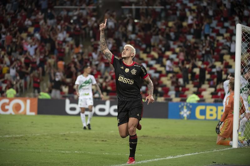 Pedro comemora gol na vitória sobre o Juventude