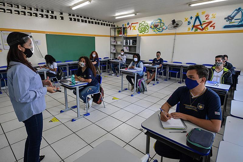 Várias cidades do Brasil já retomaram os estudos presenciais