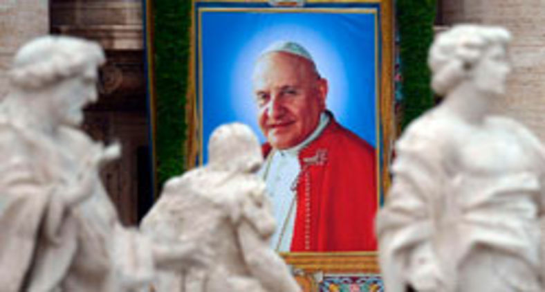 Imagem de João XXIII, nas ruas de Roma, por ocasião de sua santificação (AFP)
