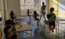 Possivelmente a mais importante atividade retomada foi a das aulas presenciais para jovens e crianças (TVGlobo/Reprodução)