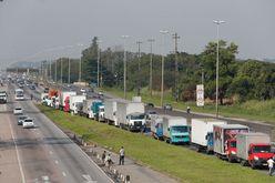 Ajuda de R$ 400 não serve para colocar meio tanque de diesel (Tânia Rêgo/Agência Brasil)