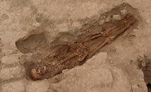 Imagem sem data divulgada pelo Museu de Sipan de um dos 29 restos humanos descobertos em um antigo local cerimonial em Lambayeque (AFP)