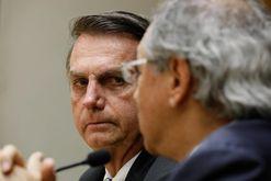 Pedido de Bolsonaro para furar o teto foi atendido por Bolsonaro (Isac Nóbrega/PR)