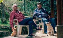 Os dois compositores veteranos fazem um álbum leve e bem-humorado (João Atala/Divulgação)