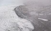 Gelo recua em uma geleira nas calotas e fiordes perto de Kangerlussuaq, Groenlândia (Saul Loeb/AFP)