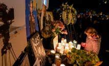 Amigos e colegas de Halyna Hutchins prestam homenagem em Los Angeles à diretora de fotografia (David McNew/AFP)