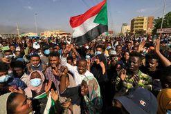 População sai às ruas da capital sudanesa, Cartum, para protestar contra golpe militar (AFP)