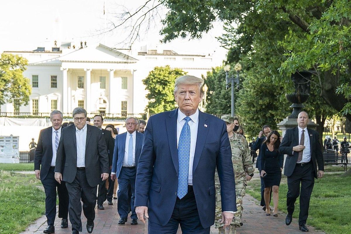 Apesar de a maioria dos evangélicos americanos de direita serem moderados e de se incomodarem com o déficit de carácter de Trump, apreciavam o seu pensamento sobre temáticas como economia e aborto