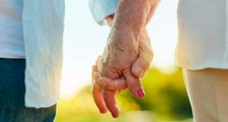O amor no texto bíblico é sempre um ato na direção do meu próximo, visando o seu bem (Getty Images/via AFP)