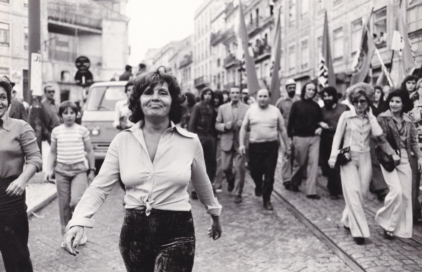 Amália Rodrigues, numa manifestação convocada em 1975 pelo Partido Comunista de Portugal