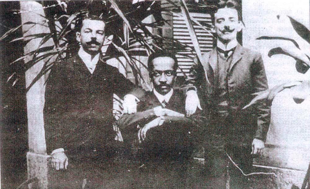 Juliano Moreira (centro), com colegas no Rio de Janeiro (Biblioteca Nacional)