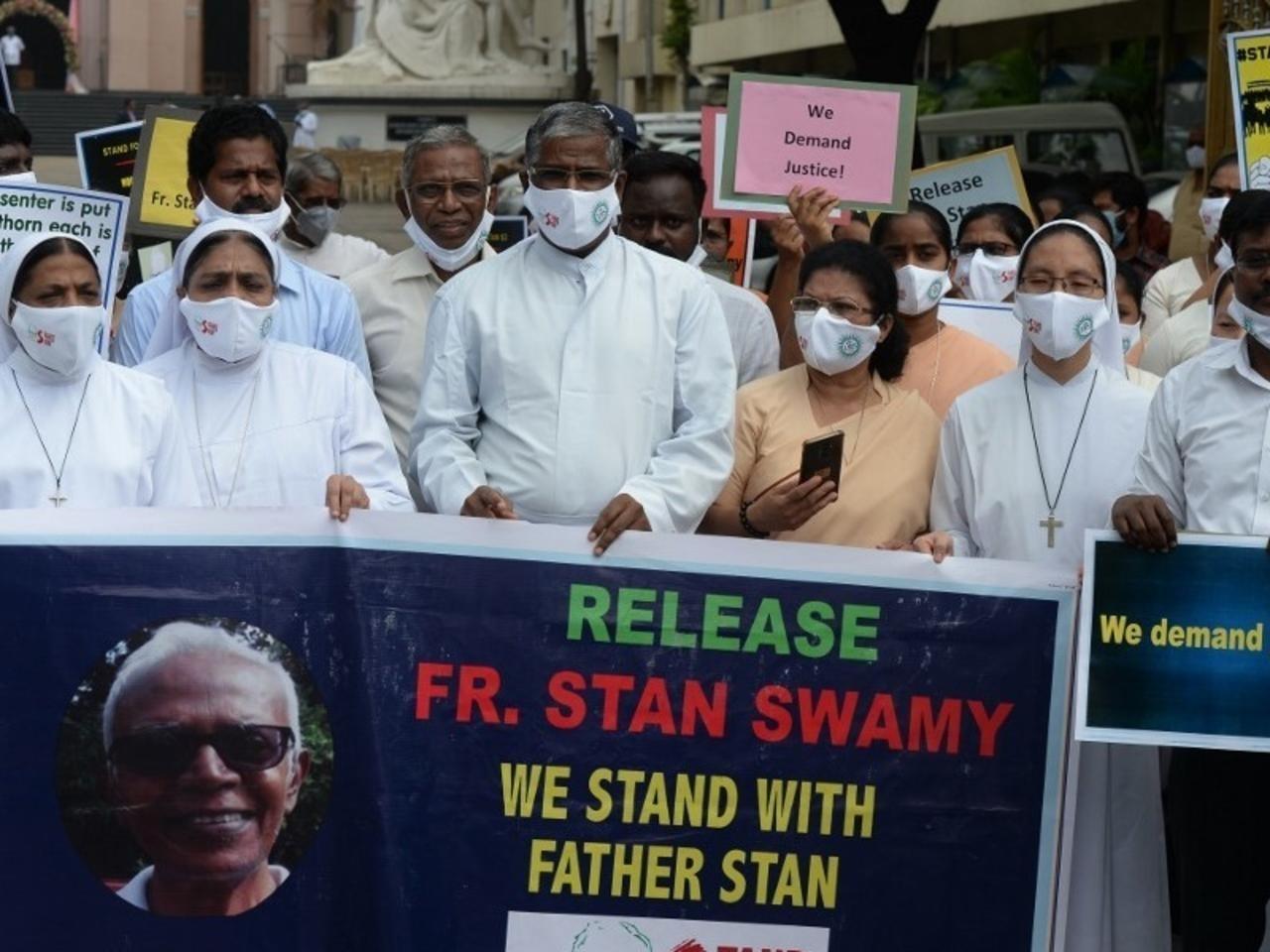 Manifestação pela liberdade de Stan Swamy em frente à sede da Companhia de Jesus, Roma