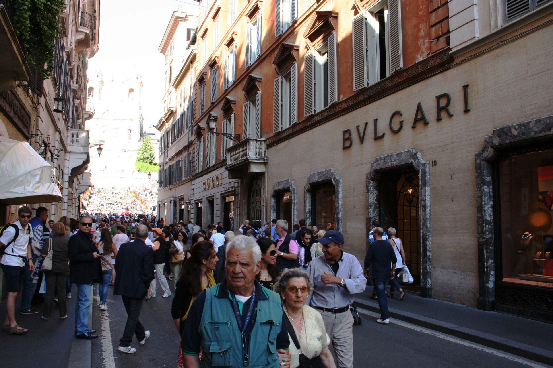 Via Condotti, onde a capital italiana exibe luxo e opulência