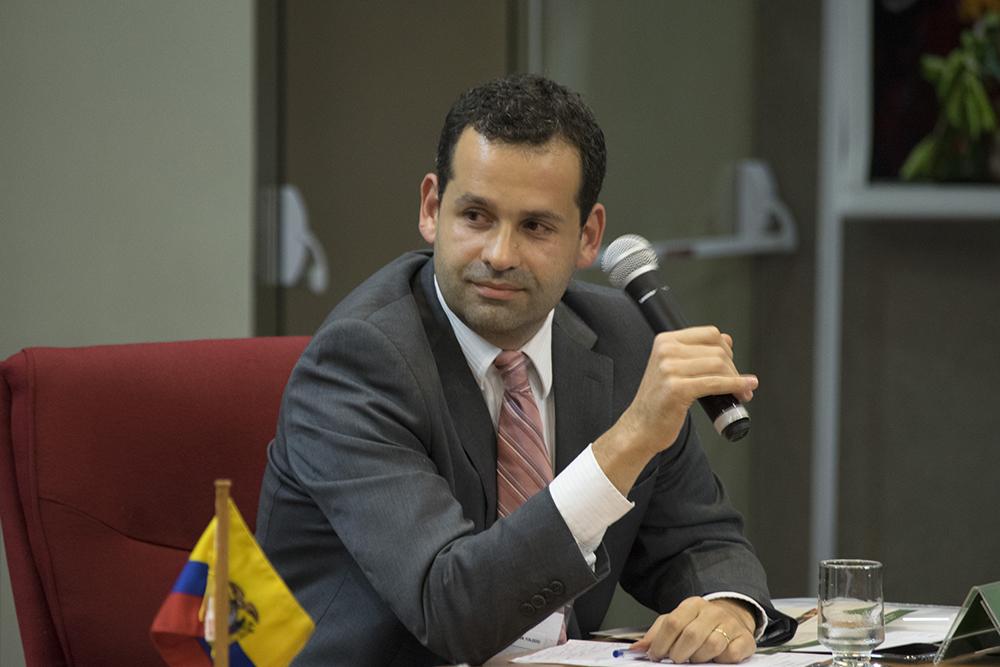 Professor da Dom Helder André de Paiva Toledo, um dos coordenadores da mesa. Foto (Gilmar Pereira / DomTotal)