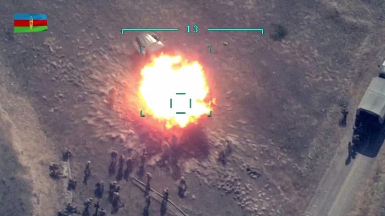 Captura de imagem de vídeo de combates postado no site do Ministério da Defesa do Azerbaijão em 30 de setembro de 2020 (Handout/AFP)