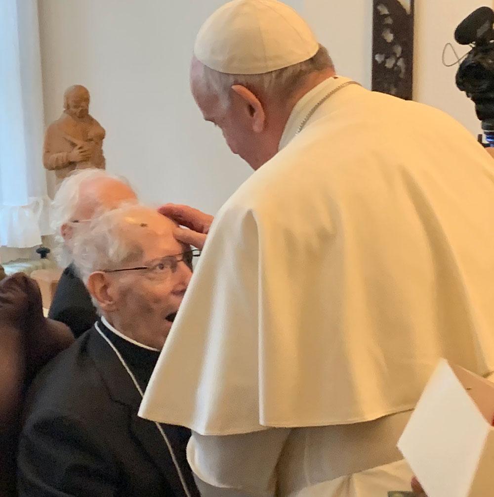 Papa Francisco com pe. Nicolás em Novembro, durante visita papa ao Japão