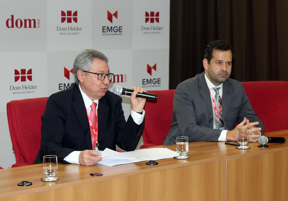 Juiz Óscar Cabello Sarubbi e professor André de Paiva Toledo, da Dom Helder.