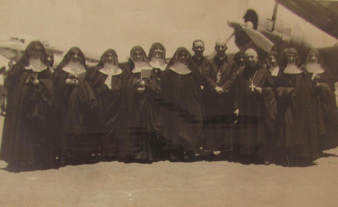 As irmãs fundadoras, em São Paulo, rumo a Belo Horizonte em 1949