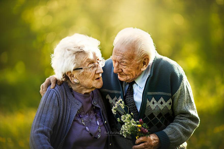 O duro cotidiano dos idosos que não podem receber a visita dos netos.