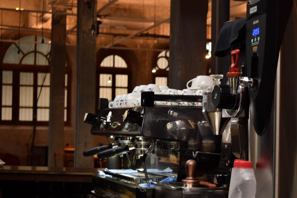 O espaço ainda conta com café e restaurante.