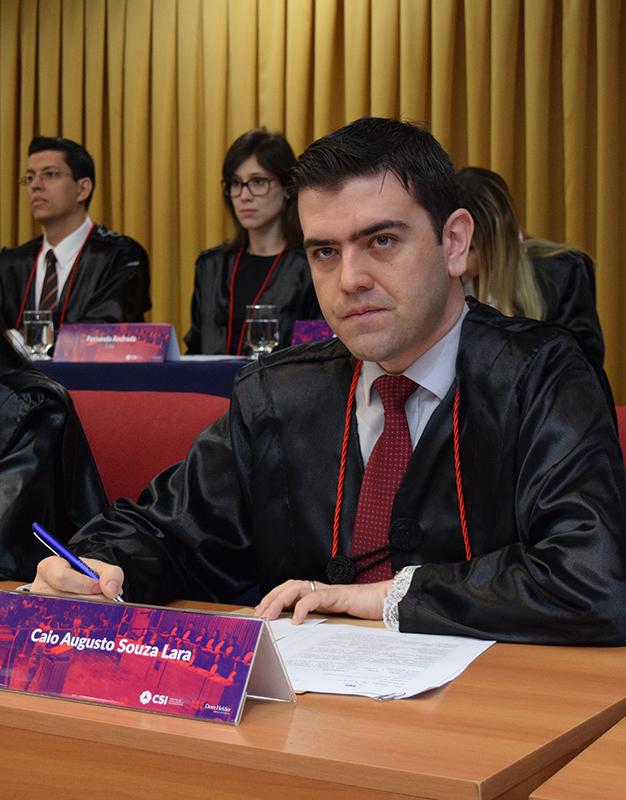 Professor Caio Lara.