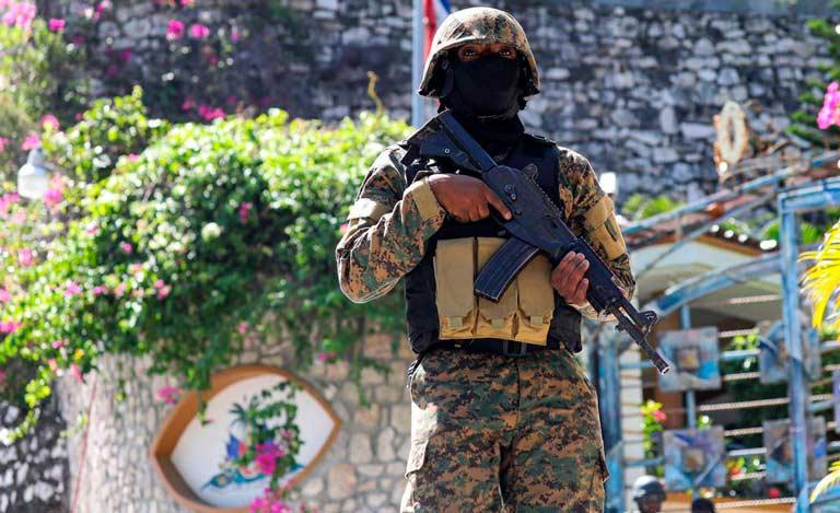 Forças de segurança nas ruas para coibir protestos e violência em Porto Príncipe (Valerie Baeriswyl/AFP)