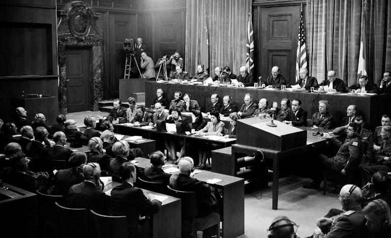 Vista da sala de audiências do Tribunal de Nuremberg, na Alemanha, em setembro de 1946 (AFP)
