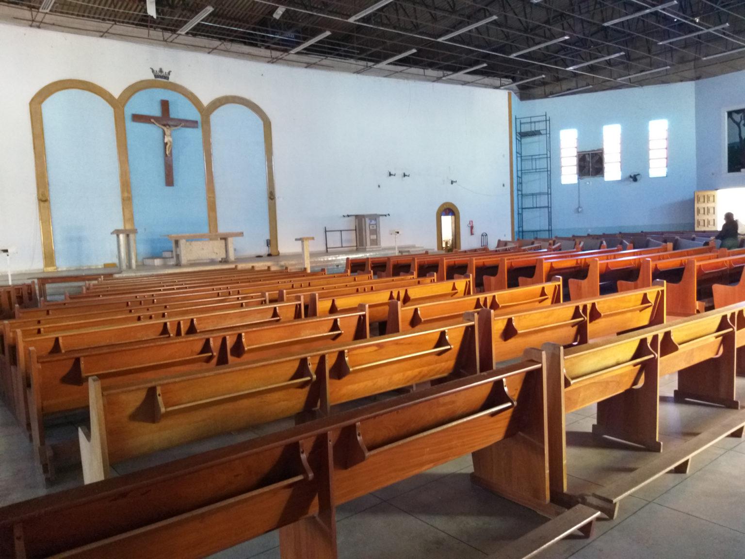 Certas de que suas filhas estariam seguras na Igreja, as mães as deixavam aos cuidados de Dinamá (Vera Godoi/Agência Pública)