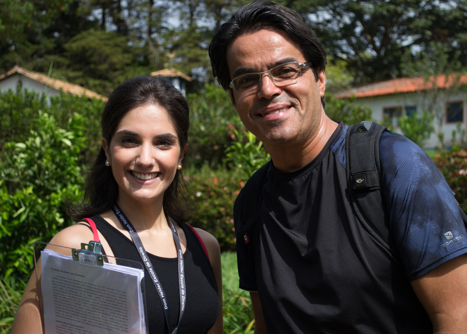 Professor Agripa Mairink, acompanhado pela mestranda Joana Gonçalves.