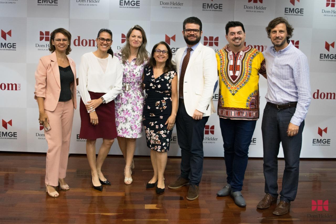 Pró-reitora Beatriz Costa (centro) e integrantes da comissão externa de 2019
