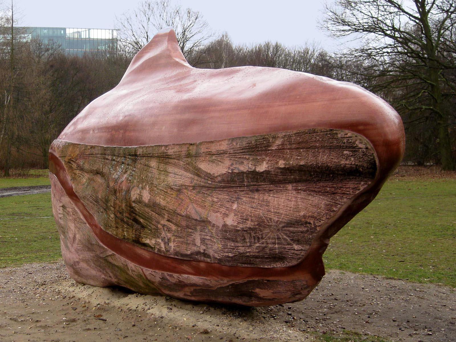 Pedra foi esculpida, polida e exposta como parte do projeto Global Stone em parque alemão