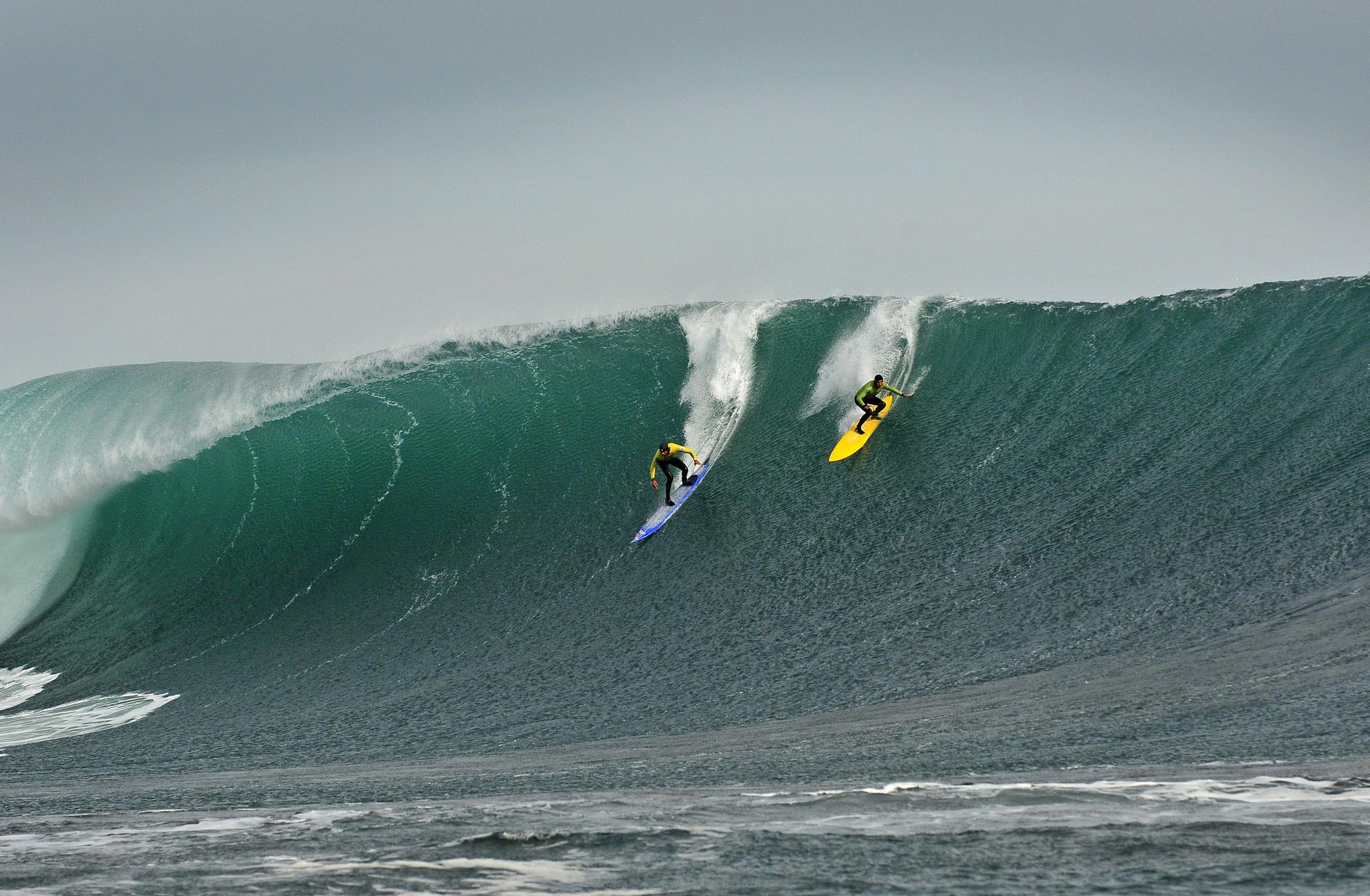Surfistas do mundo inteiro deslizam nas ondas das praias Brava e La Barra