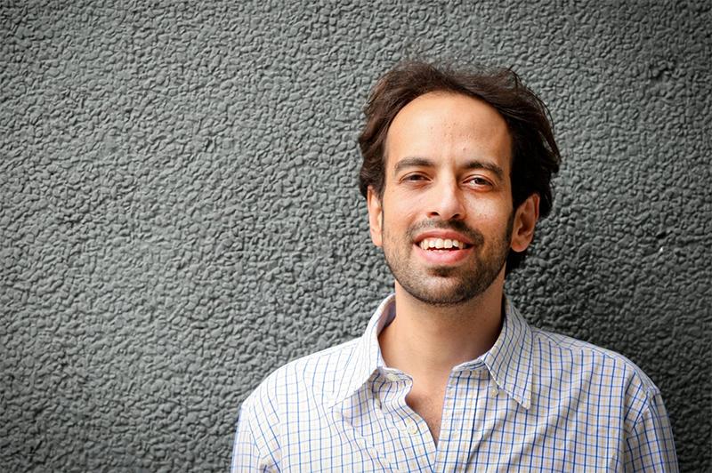 Jacques Fux, escritor e professor da EMGE.